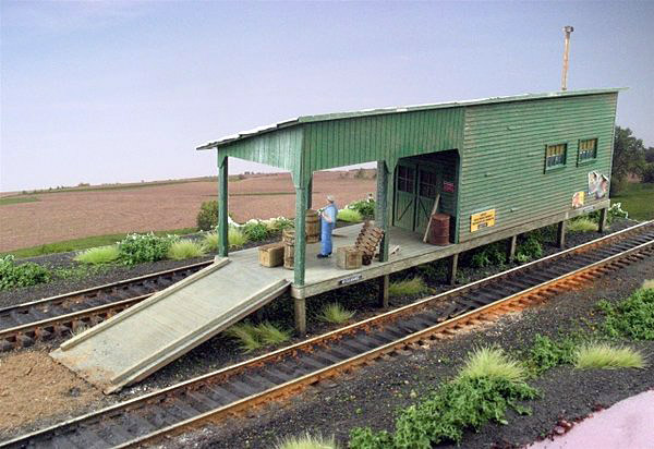 HO-SCALE JUNIPER FREIGHT HOUSE